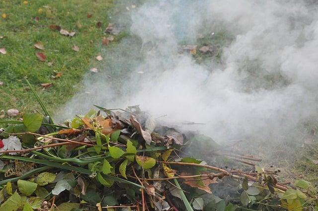 Mi is a helyzet a kerti hulladék égetésével?